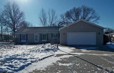Marshalltown Single Family Home For Sale: 912 Prairie Lane
