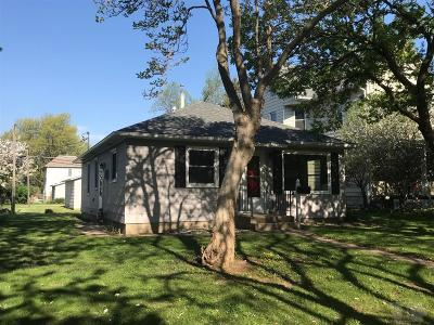 Grinnell Single Family Home For Sale: 913 Center Street
