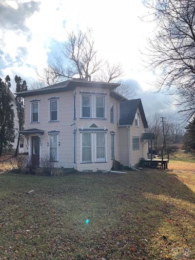 Poweshiek County Single Family Home For Sale: 1104 3rd Ave