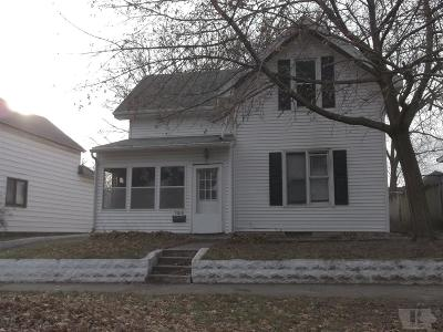 Marshalltown Single Family Home For Sale: 103 Riverside Street