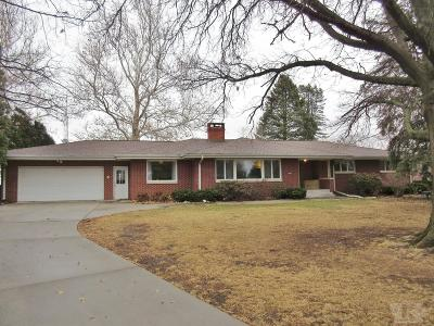 Marshalltown Single Family Home For Sale: 302 Orchard Drive