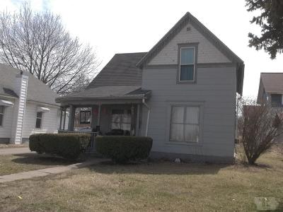 Marshalltown Single Family Home For Sale: 614 W Linn Street