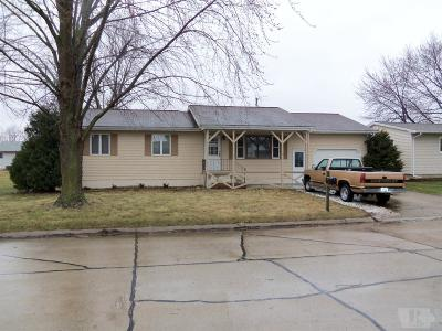 Tama Single Family Home For Sale: 1303 Iuka