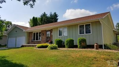 Marshalltown Single Family Home For Sale: 501 Terry Terrace