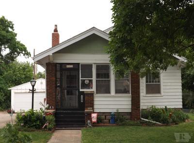 Marshalltown Single Family Home For Sale: 613 Summit Street
