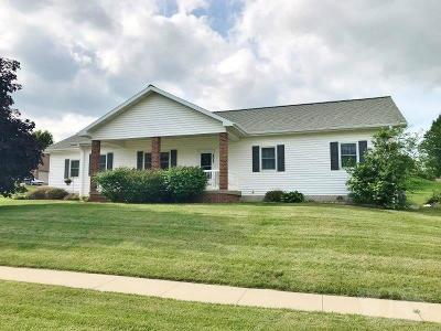 Marshalltown Single Family Home For Sale: 602 Thunderbird Drive