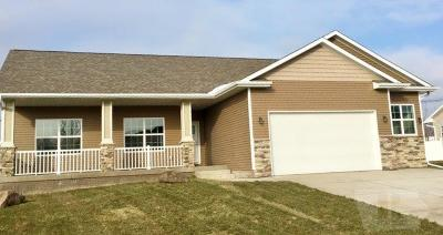Marshalltown Single Family Home For Sale: 802 Kester Road