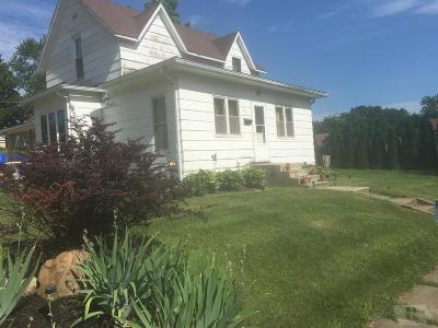 Tama Single Family Home For Sale: 801 Siegel