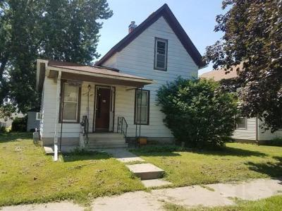 Marshalltown IA Single Family Home For Sale: $17,000