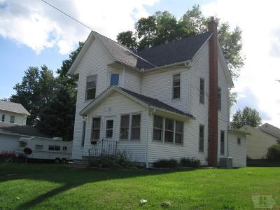 Tama Single Family Home For Sale: 1311 Siegel