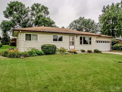 Marshalltown Single Family Home For Sale: 506 Pleasantview Road