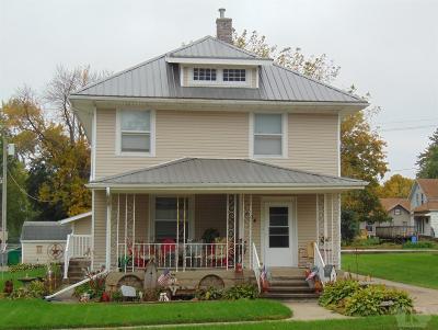 Montezuma IA Single Family Home For Sale: $120,000
