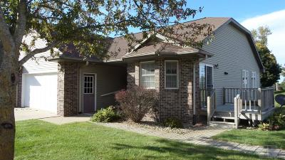 Single Family Home For Sale: 406 Arthur St