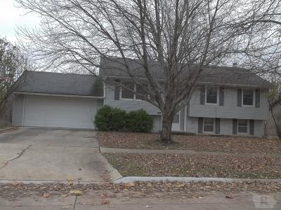 Marshalltown Single Family Home For Sale: 2106 Edgebrook Drive