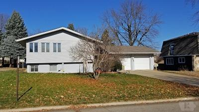 Marshalltown Single Family Home For Sale: 504 Friendly Drive