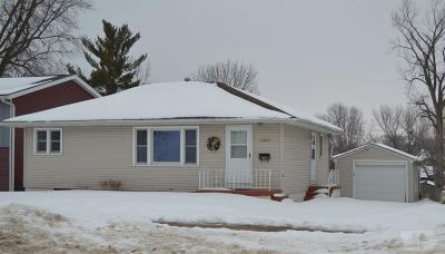 Marshalltown Single Family Home For Sale: 1505 W Main Street