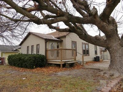 Marshalltown Single Family Home For Sale: 707 Summit Street