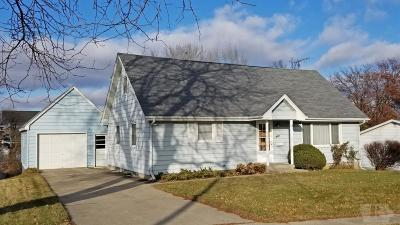 Marshalltown Single Family Home For Sale: 214 Pine Street