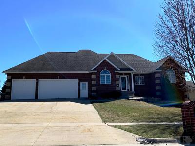 Marshalltown IA Single Family Home For Sale: $299,900