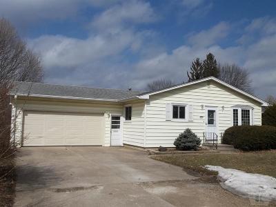 Marshalltown IA Single Family Home For Sale: $121,000