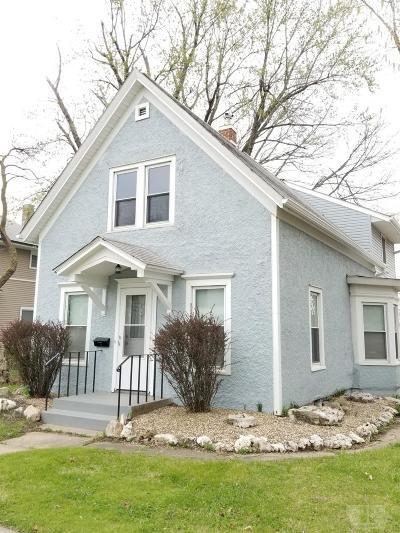 Marshalltown Single Family Home For Sale: 207 N Center Street