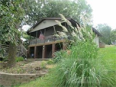 Single Family Home For Sale: 1039 Lakeshore Drive