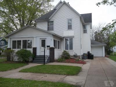 Marshalltown Single Family Home For Sale: 802 W Linn Street
