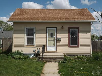 Marshalltown Single Family Home For Sale: 502 Woodbury Street