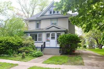 Grinnell Single Family Home For Sale: 1323 Elm Street