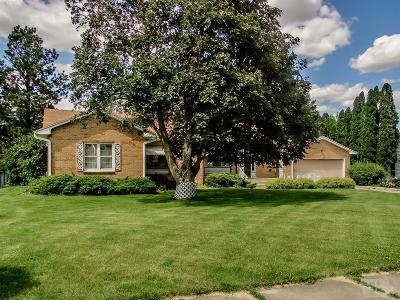 Marshalltown Single Family Home For Sale: 207 Edgeland Drive