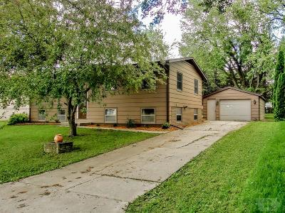 Marshalltown Single Family Home For Sale: 702 Roberts Terrace