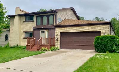 Marshalltown Single Family Home For Sale: 1906 Edgebrook Drive
