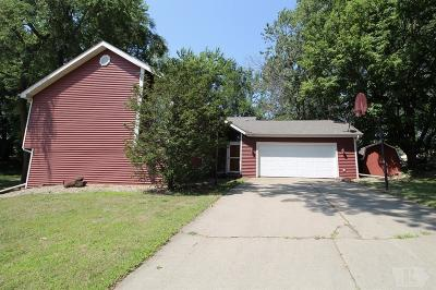 Grinnell Single Family Home For Sale: 1925 Manor Circle