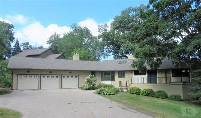 Marshalltown Single Family Home For Sale: 1725 Country Club Lane