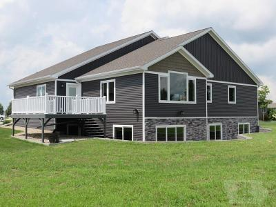 Mason City Single Family Home For Sale: 2708 Sunrise Court