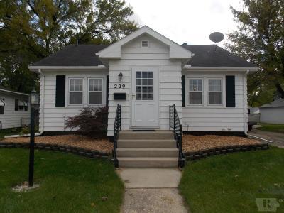 Mason City Single Family Home For Sale: 229 19th Street SE