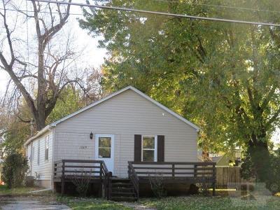 Mason City Single Family Home For Sale: 1045 6th Street SW