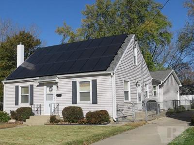 Mason City Single Family Home For Sale: 704 15th Street NE