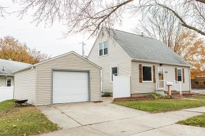 Mason City Single Family Home For Sale: 1220 Maple Drive