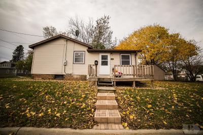 Mason City Single Family Home For Sale: 104 24th Street SW