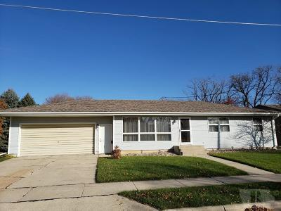 Mason City Single Family Home For Sale: 410 26th Street SW