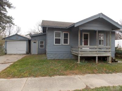 Mason City Single Family Home For Sale: 2002 S Pennsylvania Avenue