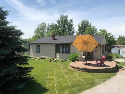Clear Lake IA Single Family Home For Sale: $189,500