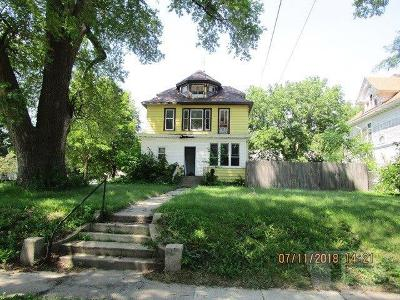 Mason City Multi Family Home For Sale: 328 NW 2nd Street