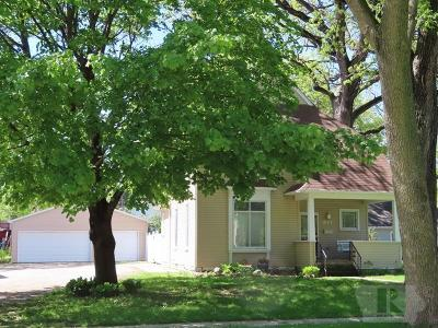 Mason City Single Family Home For Sale: 647 E State