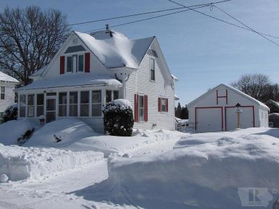 Mason City Single Family Home For Sale: 139 10th Street SW