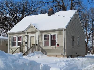Mason City Single Family Home For Sale: 642 3rd NE