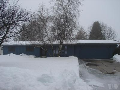 Clear Lake IA Single Family Home Active-Contingent: $219,000