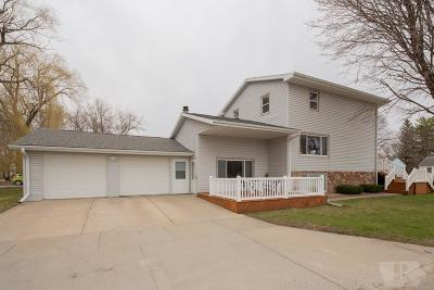 Mason City Single Family Home For Sale: 802 N Fillmore Ave