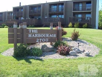 Clear Lake IA Condo/Townhouse For Sale: $157,900